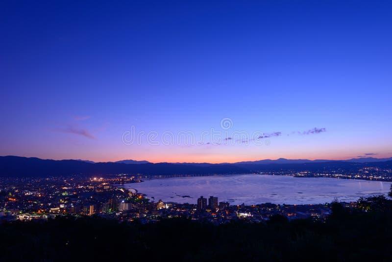 Nachtmening van de stad van Suwa stock foto's