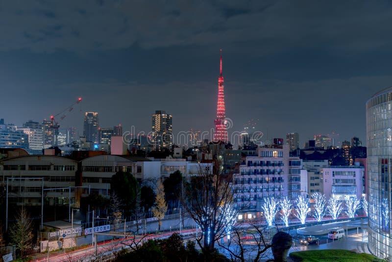 Nachtmening van de Toren van Tokyo, moderne het oriëntatiepunttoren van A in Tokyo, Japan stock foto