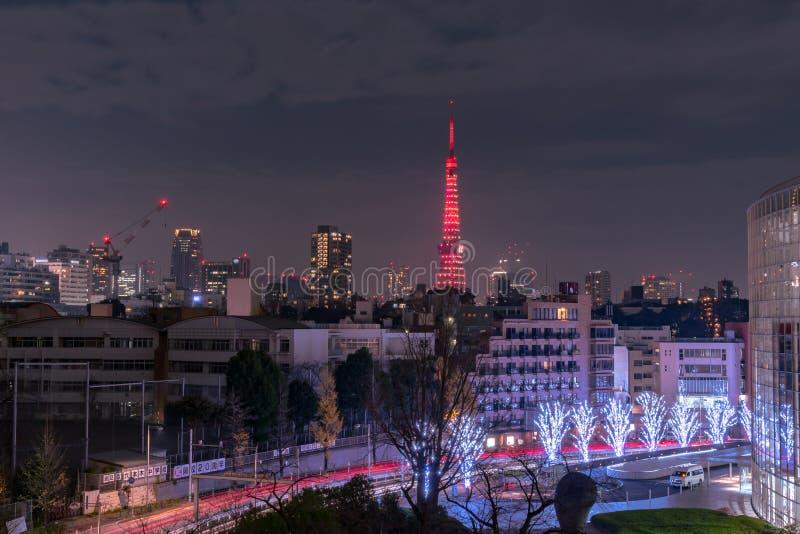 Nachtmening van de Toren van Tokyo, moderne het oriëntatiepunttoren van A in Tokyo, Japan stock foto's