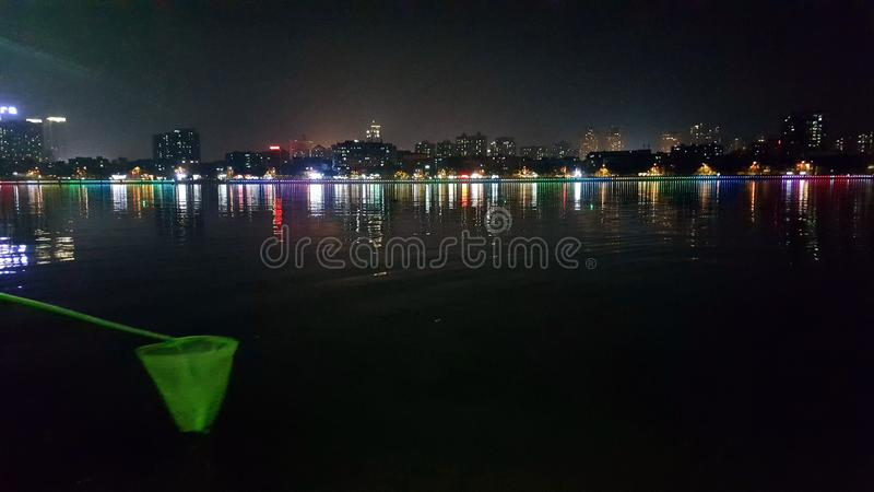 Nachtmening van Dongjiang-Rivier royalty-vrije stock fotografie