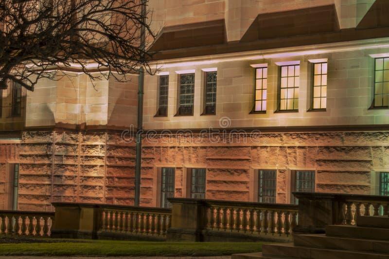 Nachtmening van een gebouw in Sydney CBD stock afbeelding