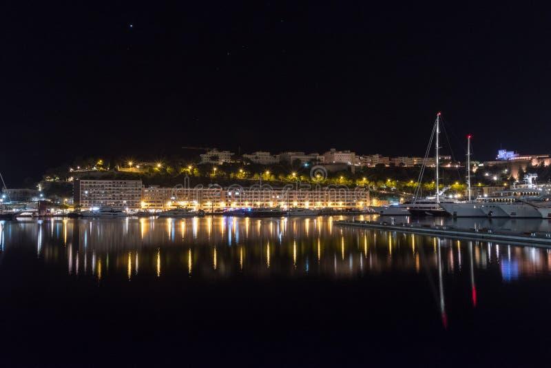 Nachtmening van Haven Hercules stock afbeelding
