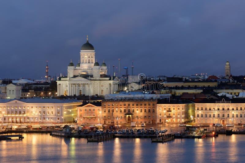 Nachtmening van Helsinki, Finland stock afbeeldingen