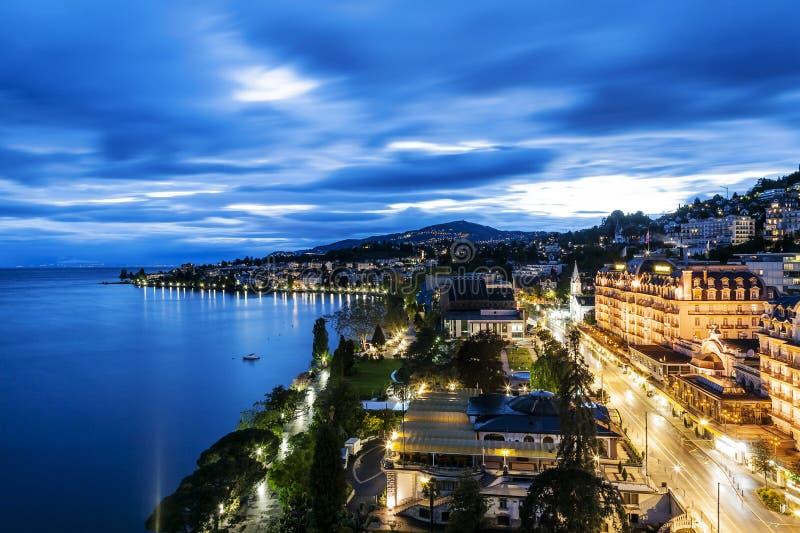 Nachtmening van het Hotel & 2m2c van Le Montreux Palace stock afbeelding