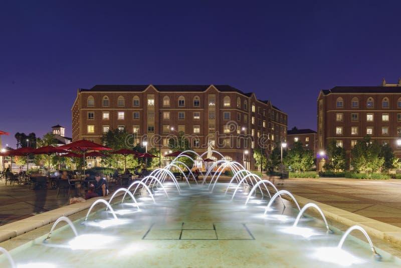 Nachtmening van het mooie USC-Dorp stock fotografie