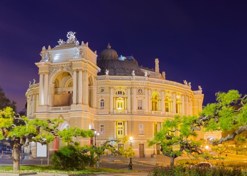 Nachtmening van het Odessa Opera en gebouw van het Ballettheater royalty-vrije stock afbeelding