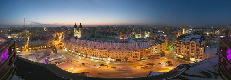 Nachtmening van ivano-Frankivsk stock afbeeldingen