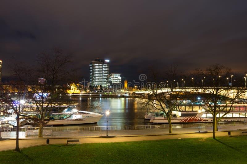 Nachtmening van Keulen royalty-vrije stock fotografie