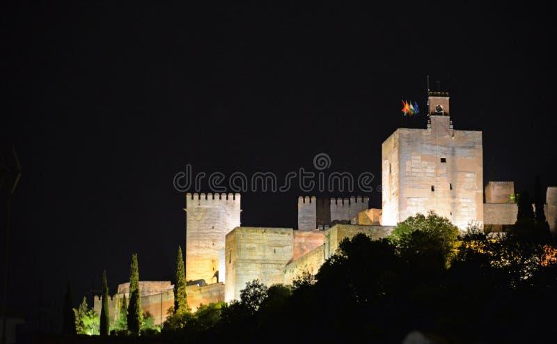 Nachtmening van La Alhambra grenada stock foto's