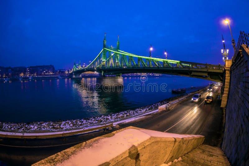 Nachtmening van Liberty Bridge in Boedapest, Hongarije stock afbeeldingen
