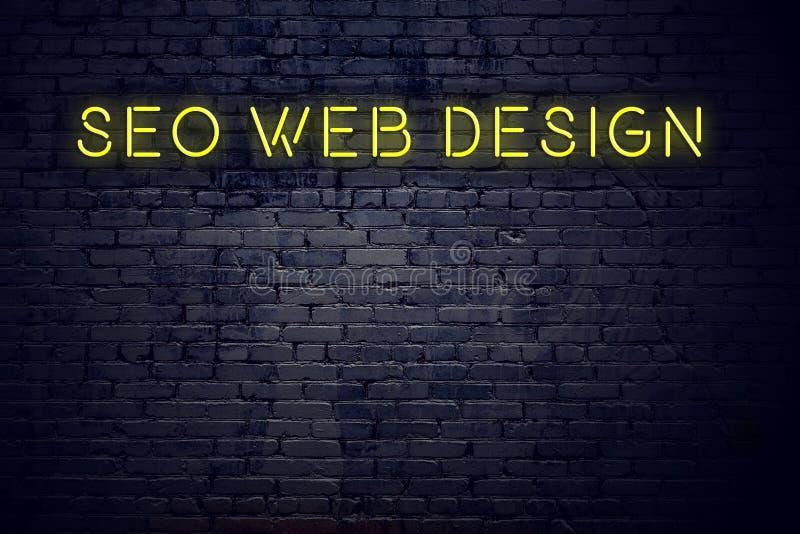 Nachtmening van neonteken met het Webontwerp van inschrijvingsseo stock illustratie