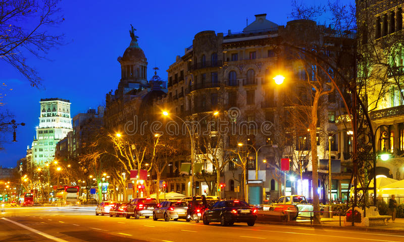 Nachtmening van Passeig DE Gracia in Barcelona royalty-vrije stock afbeeldingen