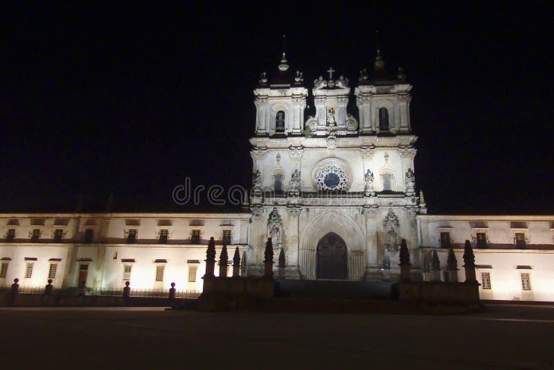 Nachtmening van Santa Maria Monestary Alcobaca Portugal stock foto's
