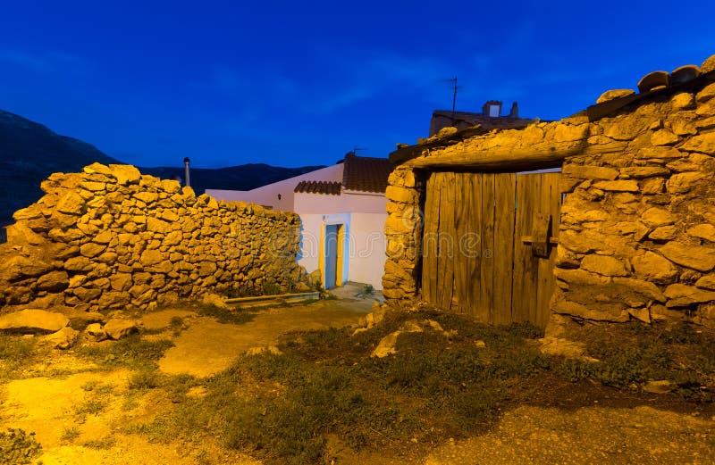 Nachtmening van schilderachtige oude huizen royalty-vrije stock foto