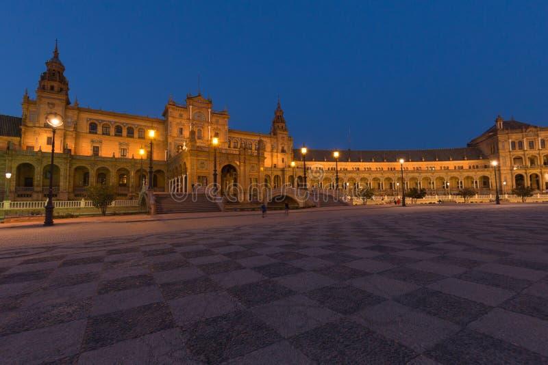 Nachtmening van Spaanse vierkante Plaza DE Espana in Sevilla, Andalusia, Spanje stock foto