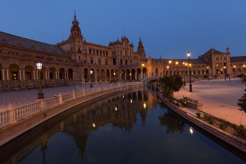Nachtmening van Spaanse vierkante Plaza DE Espana in Sevilla, Andalusia, Spanje stock fotografie