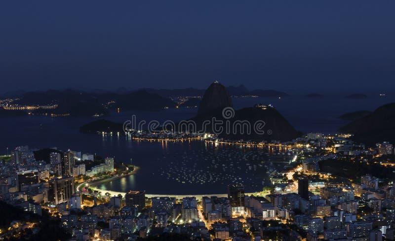 Nachtmening van Sugar Loaf Mountain, Rio de Janeiro, Brazilië stock fotografie