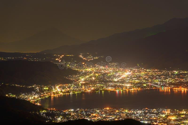 Nachtmening van Suwa-stad en MT fuji stock afbeeldingen
