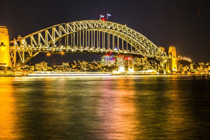 Nachtmening van Sydney Harbor Bridge royalty-vrije stock afbeelding