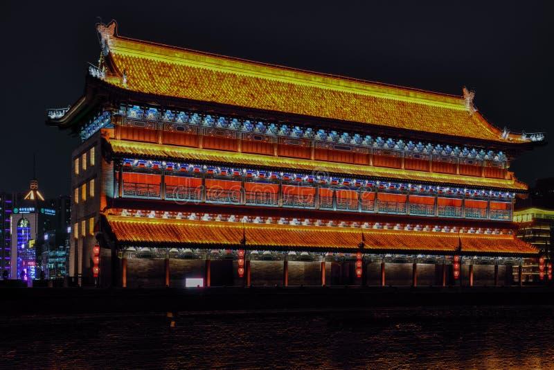 Nachtmening van Xian City van Muurborstweringen, - Imagen stock foto