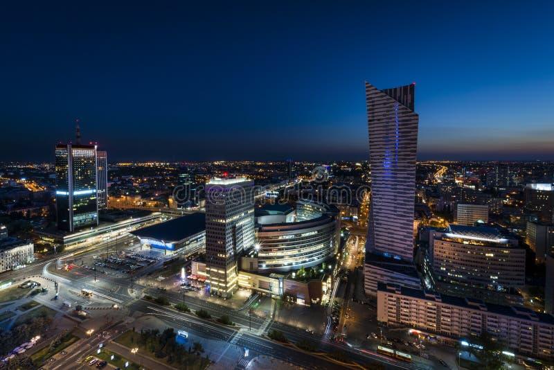 Nachtpanorama des Warschau-Stadtzentrums lizenzfreie stockbilder