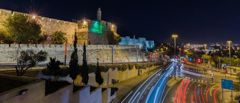 Nachtpanorama van de stad van Jeruzalem stock afbeelding