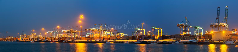 Nachtpanorama van Industriële zeehaven royalty-vrije stock fotografie