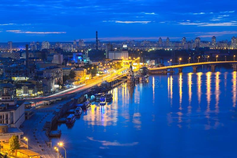 Nachtpanorama van Kiev royalty-vrije stock foto