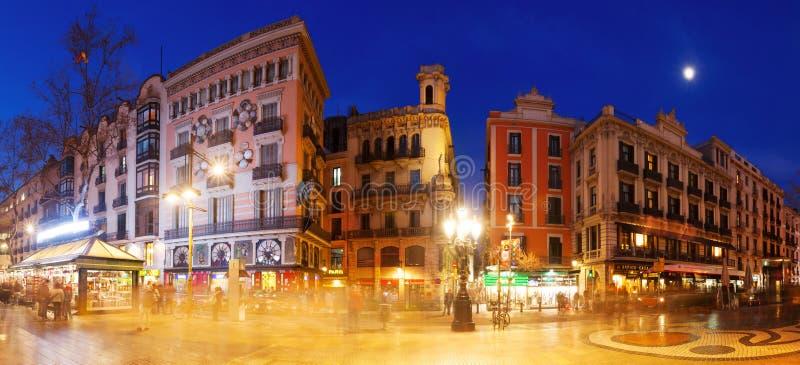 Nachtpanorama van Rambla in Barcelona royalty-vrije stock foto's