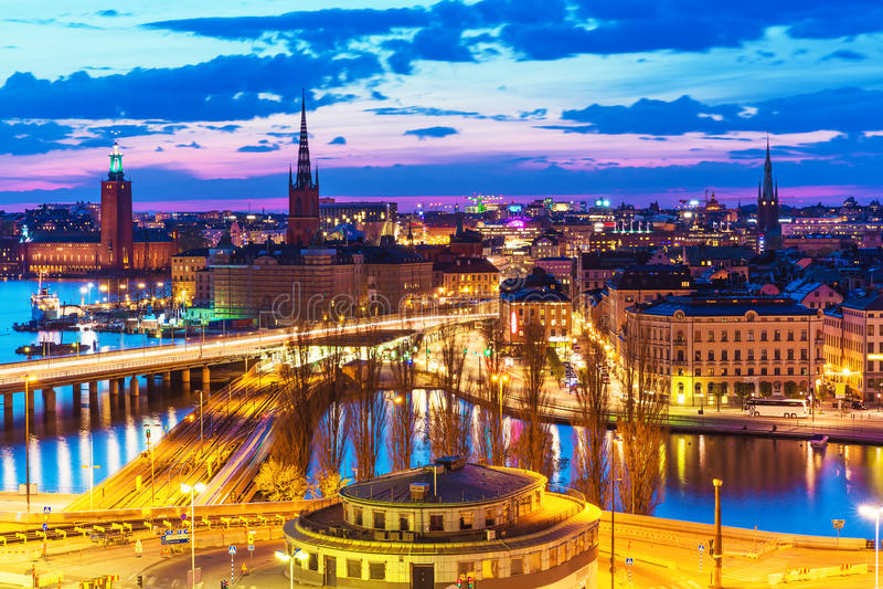Nachtpanorama van Stockholm, Zweden royalty-vrije stock afbeeldingen