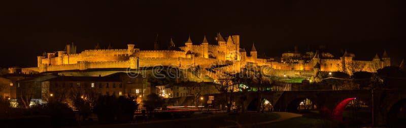 Nachtpanorama von Carcassonne-Festung - Frankreich, Languedoc-Rouss stockfoto