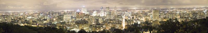 Nachtpanorama von Montreal von Mont Royal, Quebec, Kanada stockbild