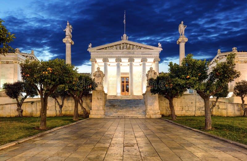 Nachtpanoramablick der Akademie von Athen, Attika, Griechenland lizenzfreie stockfotografie