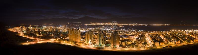 Nachtpanoramische Ansicht über Eilat, Israel stockbild