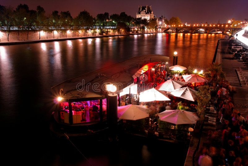 Nachtparty in Paris stockfoto