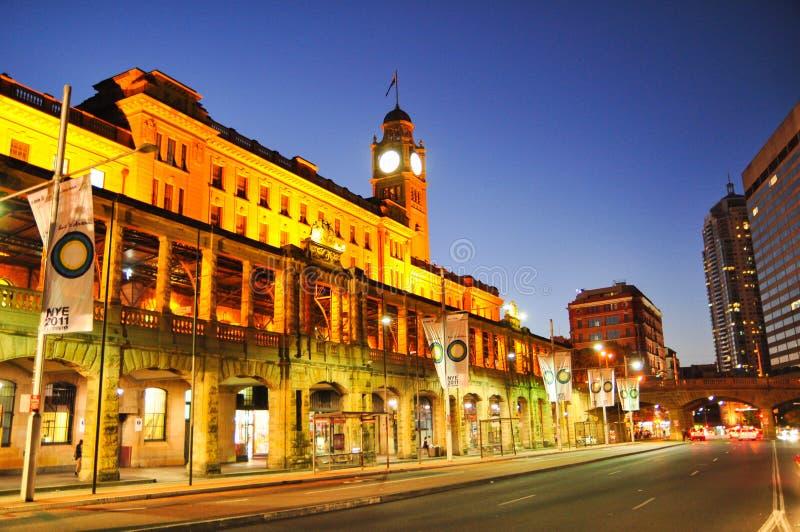 Nachtphotographie von Sydney-Stadtbild am zentralen Bahnhof, auf Eddy Ave lizenzfreie stockbilder