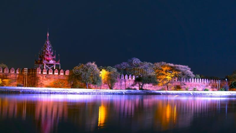 Nachtrivier Het Paleisbastion van Mandalay royalty-vrije stock fotografie