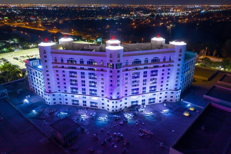 Nachts beleuchtet Gebäude Seminole Hard Rock Hotel Casino lizenzfreies stockbild