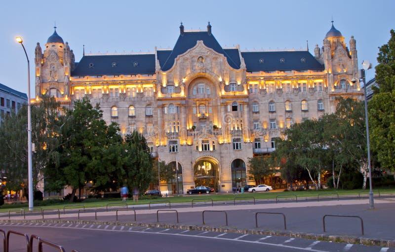 Nachtscène in Boedapest, Hongarije stock afbeelding