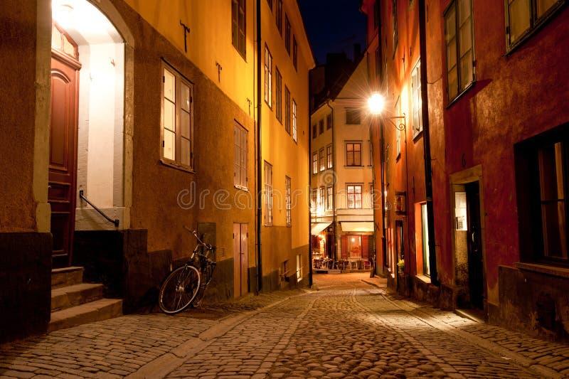 Nachtscène in de oude stad van Stockholm royalty-vrije stock fotografie