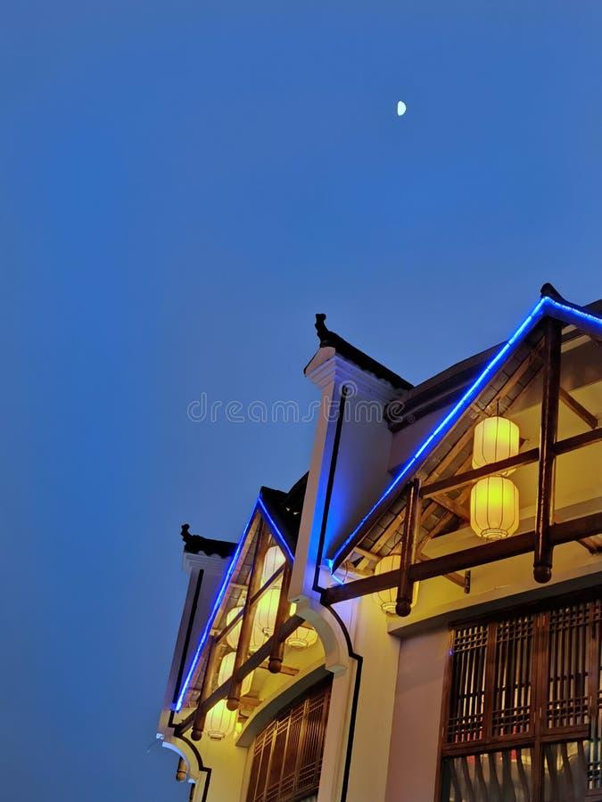 Nachtscène van Chinees stijlrestaurant stock foto's