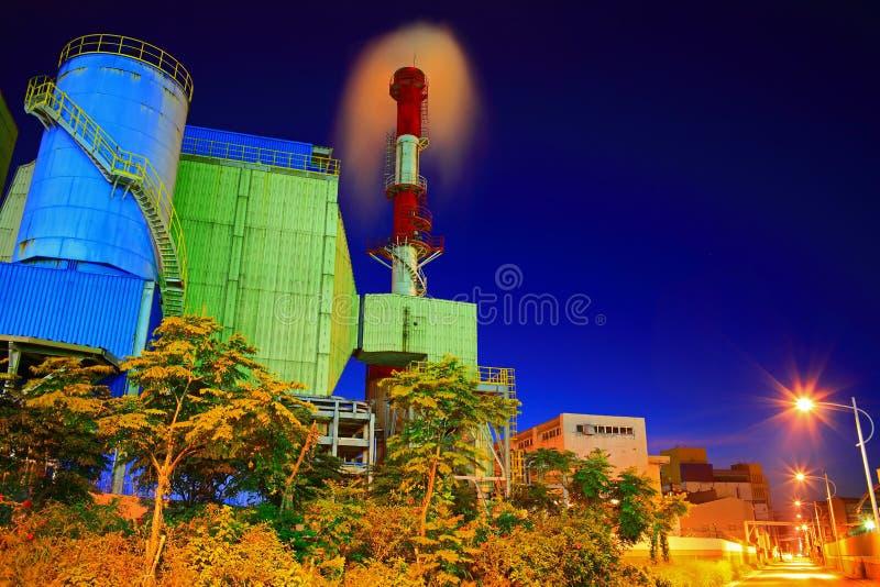 Nachtscène van een industriezone royalty-vrije stock fotografie