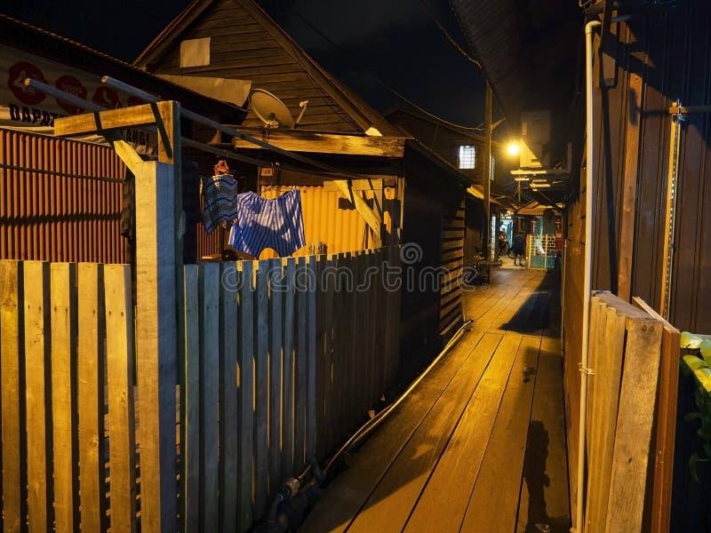 Nachtscène van huizen langs het Kauwenpier, Penang royalty-vrije stock afbeeldingen