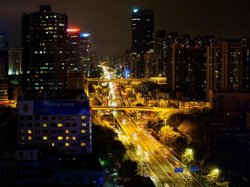 Nachtscène van Tianhe-district in Guangzhou-stad, China stock afbeelding