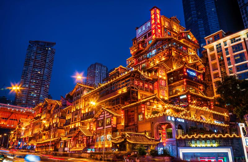 Nachtscènes van een Mooie Chinese Architectuur In traditionele stijl stock foto