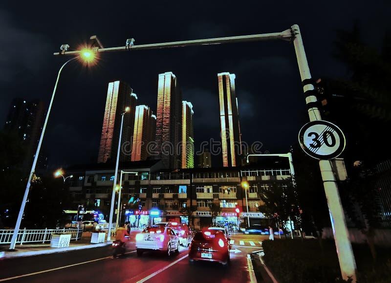 Nachtscènes van straatmening in wuhan stad, China royalty-vrije stock foto