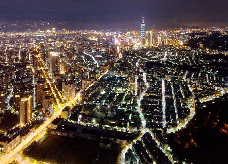 Nachtskyline von im Stadtzentrum gelegenem Taipeh, vibrierende Hauptstadt von Taiwan lizenzfreies stockfoto