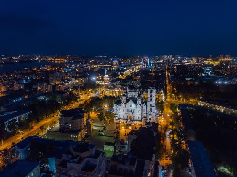 Nachtsommer Voronezh-Stadtbild Ank?ndigungs-Kathedrale und Turm des Managements der S?dosteisenbahn stockbild