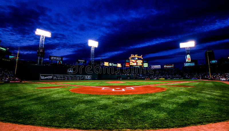 Nachtspel bij Fenway-Park, Boston, doctorandus in de letteren stock afbeelding