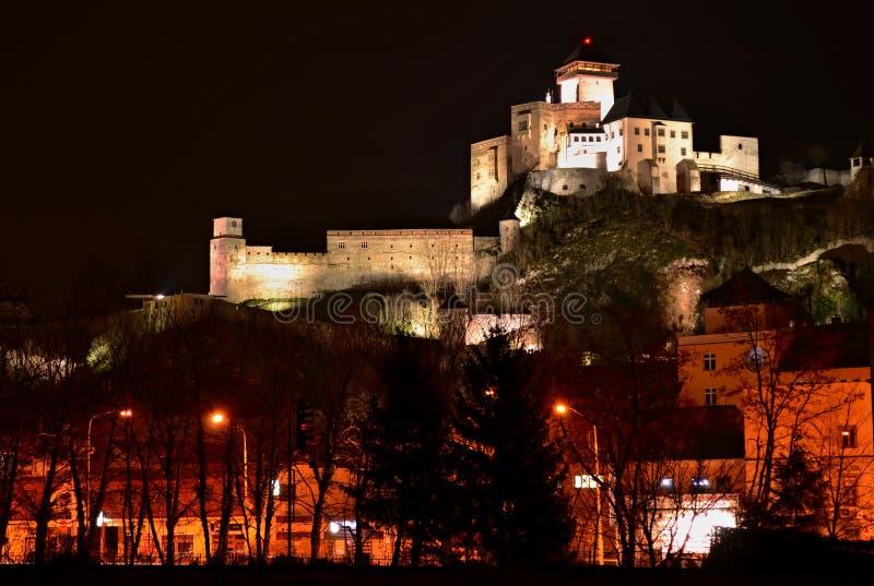 Nachtstad - kasteel in Trencin royalty-vrije stock fotografie